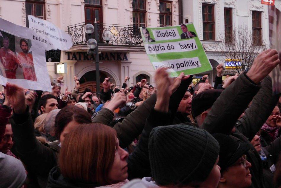 FOTO: Na zhromaždenie v Trnave prišlo opäť množstvo ľudí