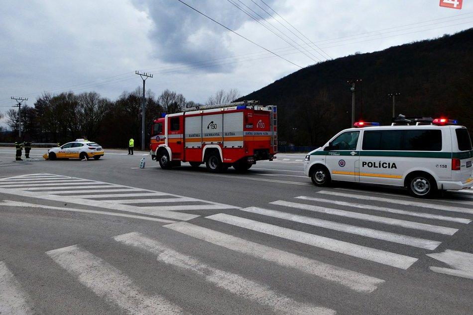 Obrazom: Zrážka vozidiel v Plešivci