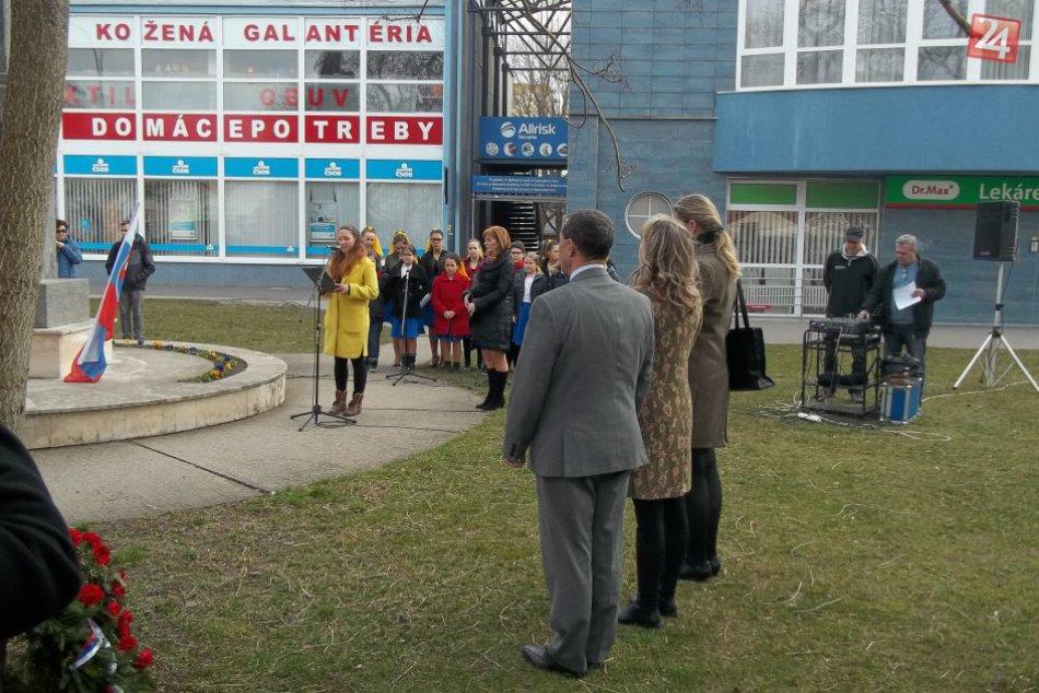 FOTO. Šaľania si uctili osloboditeľov: Zišli sa pri pamätníku na Hlavnej ulici