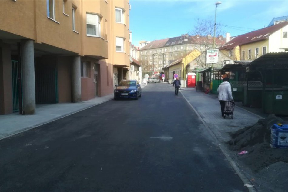 Vynovená Kyčerského ulica pri trhovisku Žilinská