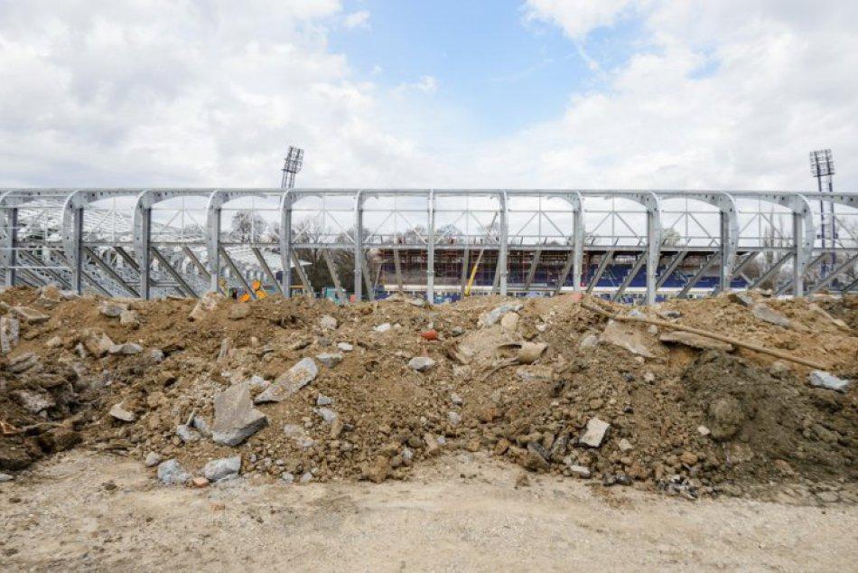 FOTO z výstavby: Modernizácia futbalového štadióna v Nitre napreduje