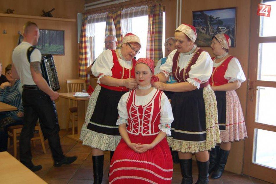 FOTOGALÉRIA: Spoznajte folklórnu skupinu Mihaľovski ňevesti i beťare