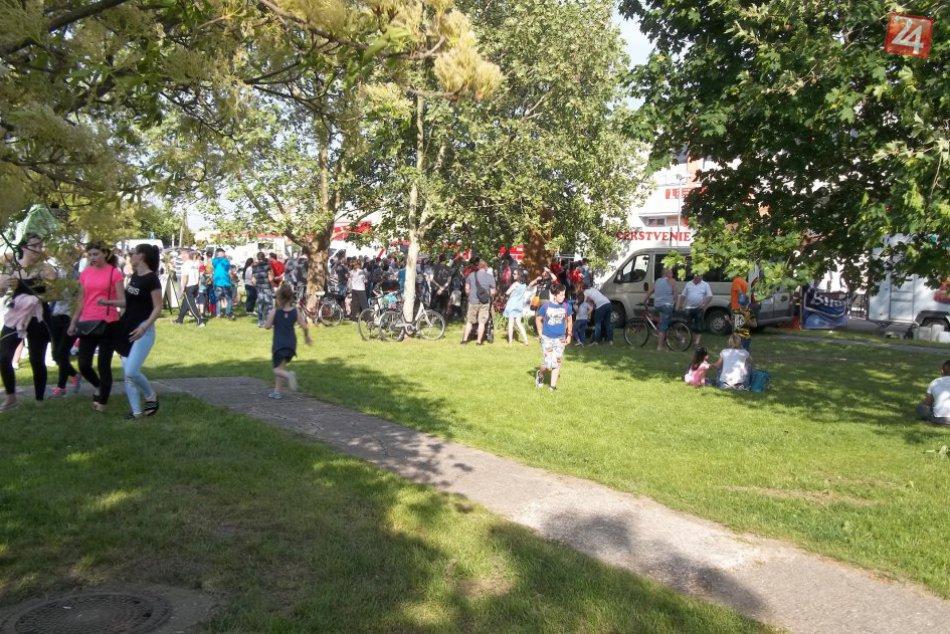 FOTO, Vo Veči postavili máj: Pomáhali deti i miestni hasiči