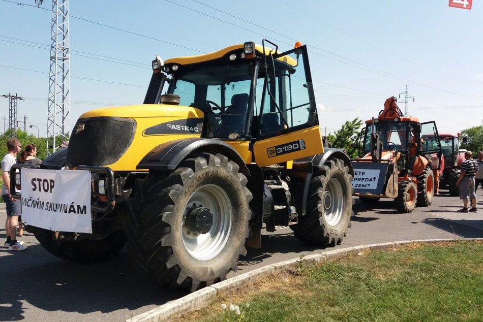 OBRAZOM z Košíc: Pozrite si zábery z traktorového protestu