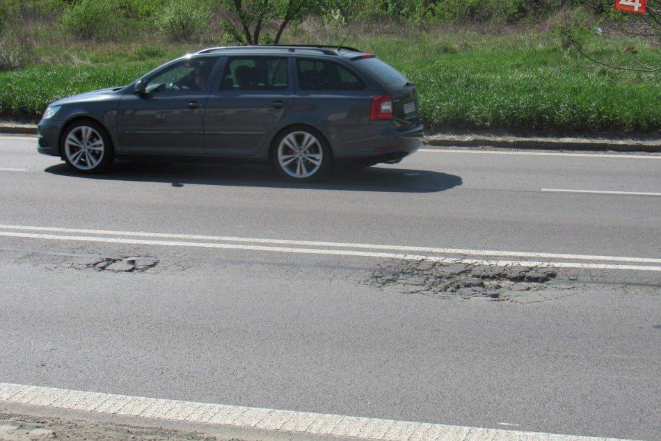 Vynovili ju len vlani: Na známej vozovke v Prešove je ale potrebná ďalšia oprava