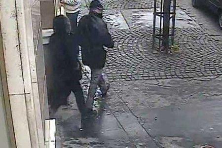 38c37c2f0 Ozbrojený prepad banky v Nitre. Polícia zverejnila zábery z kamery