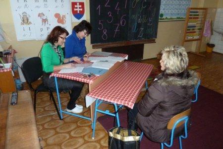 45434d682 V utorok popoludní prišli rodičia zapísať svojich predškolákov do prvých  ročníkov troch základných škôl v zriaďovateľskej pôsobnosti mesta Revúca.