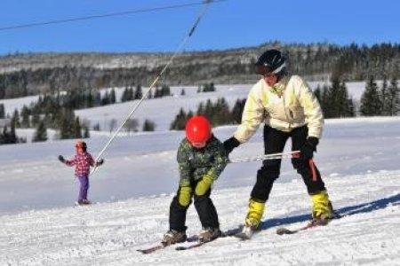Dnes je v prevádzke 35 lyžiarskych stredísk. Na väčšine zjazdoviek sú lyžiarske  podmienky naďalej dobré až obmedzené. Niekde sa situácia vďaka ochladeniu  od ... 65080352e9a