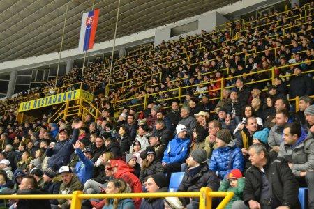 376aaf3923f88 Takú podporu by im mohli závidieť aj takmer všetky slovenské futbalové kluby.  Na druhom zápase semifinále play off podporilo Prešov 3 122 ľudí a videli  ...