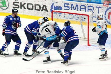 3147f6ab2e7db Vo štvrtkovom prvom zápase štvrťfinále play off deklasovali hokejisti HK  Nitra na domácom ľade HK Poprad 7:0 a ujali sa vedenia v sérii 1:0.