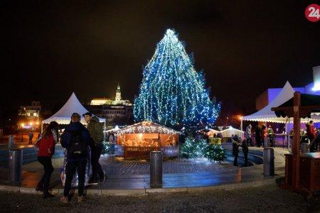 Vianočný stromček v Nitre opäť svieti  Užite si atmosféru mestečka 5f91e418d34