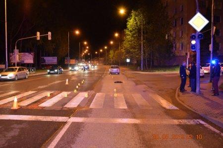 533699650 K tragickej dopravnej nehode došlo v Poprade na priechode pre chodcov. Tu  stret s osobným autom neprežil chodec Daniel a jeden z jeho dvoch psov, ...