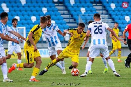 676c401e8d308 Futbalisti FC Nitra vybehli v značne pozmenenej zostave na domáci trávnik.  Sily si zmerali v piatom prípravnom zápase pred novou sezónou.