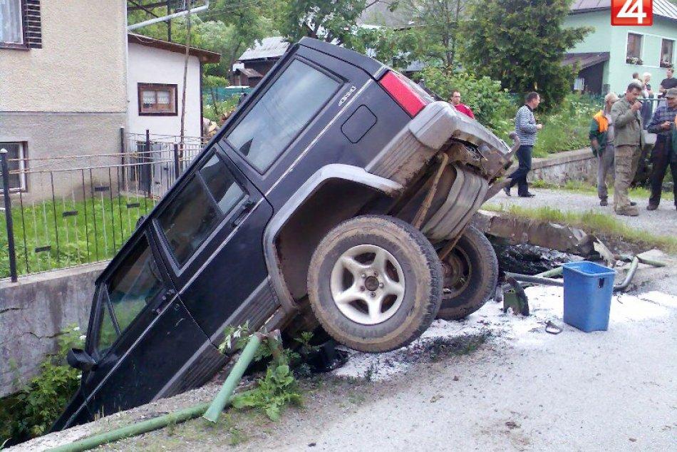 auto v potoku