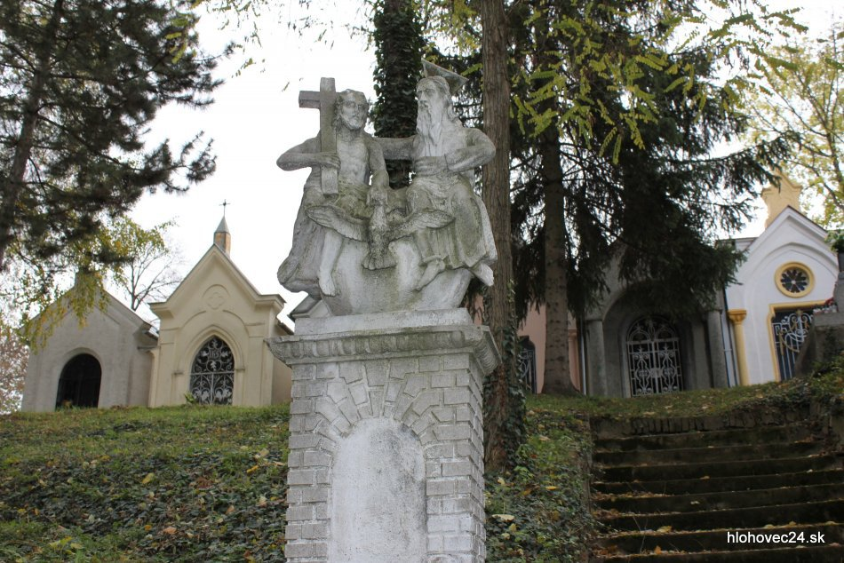 Hlohovec bude mať väčší cintorín: Starý kapacitne nestačí