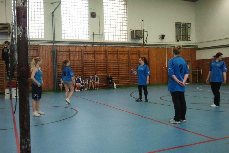 OBRAZOM: Medzi strednými školami si prvenstvo vo volejbale vybojovali obchoďáčky
