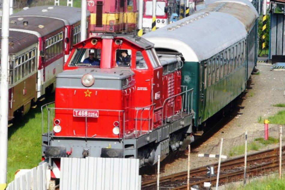 Historický vlak vyrazil pod hrad Ľubovňa, odtiaľ si nakrátko zašiel do Poľska