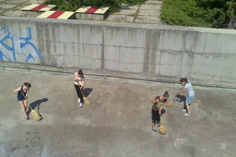 Kino v bazéne? Ďalší originálny nápad študentov GJGT z B.Bystrice