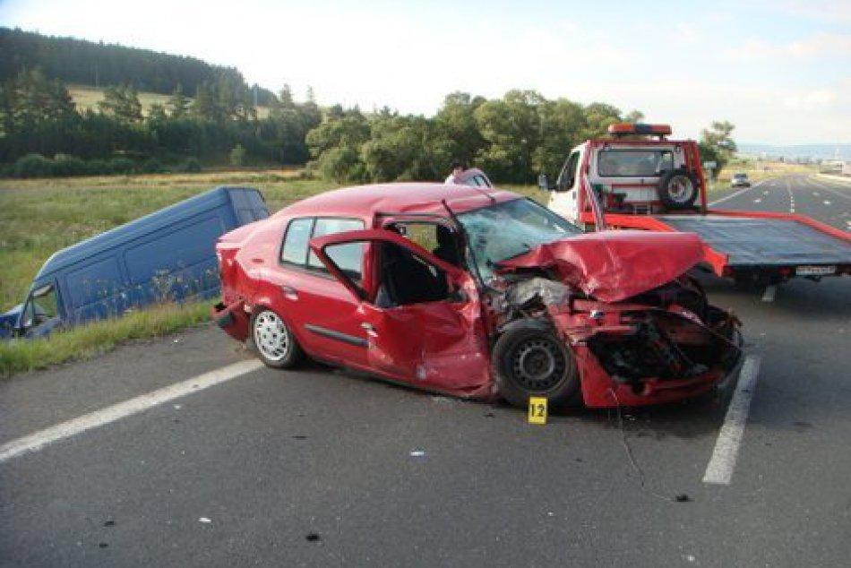 OBRAZOM: Pred Matejovcami sa ráno zrazili tri autá