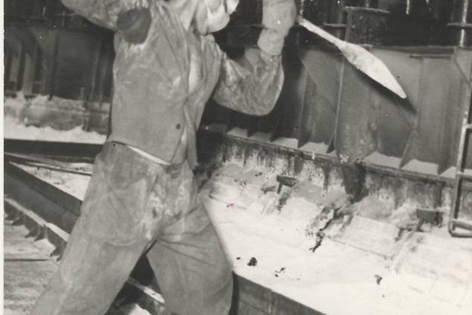 Spúšťanie hlinárne ZSNP v Žiari