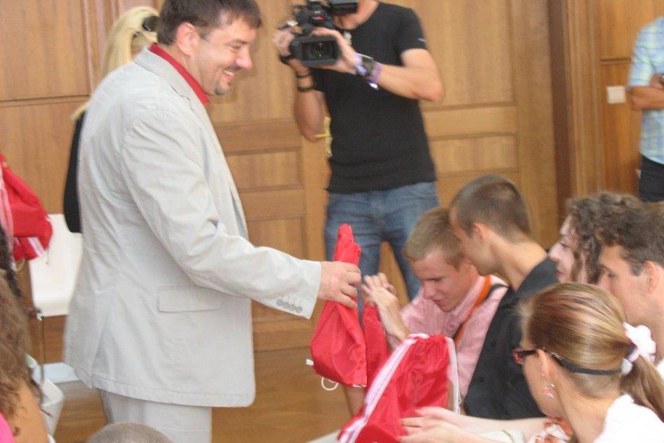 Postihnuté deti navštívili radnicu: Primátor ocenil obetavosť ich opatrovateľov