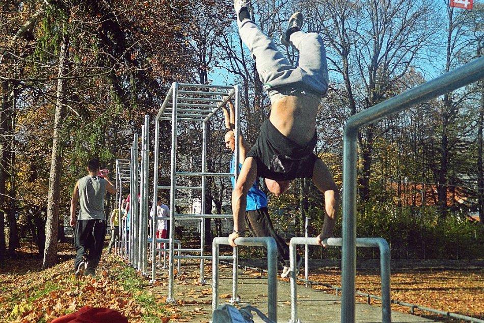 V Mestkom parku vyrastá multifunkčný športový priestor: Takto v ňom cvičili park