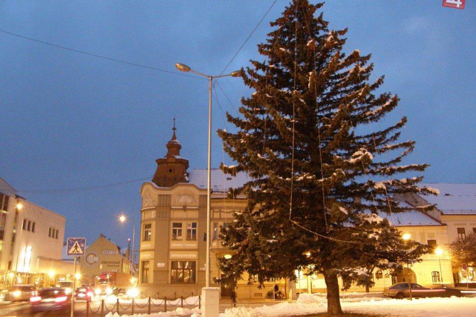 Vianočná výzdoba v Brezne.