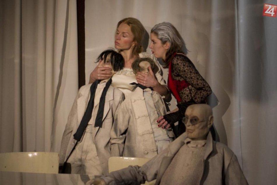Bábkové divadlo na Rázcestí  sa usiluje ľudí nielen pobaviť