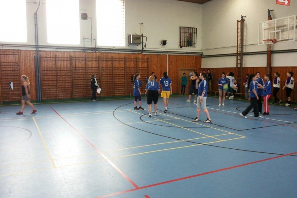 Volejbalový turnaj medzi stredoškoláčkami