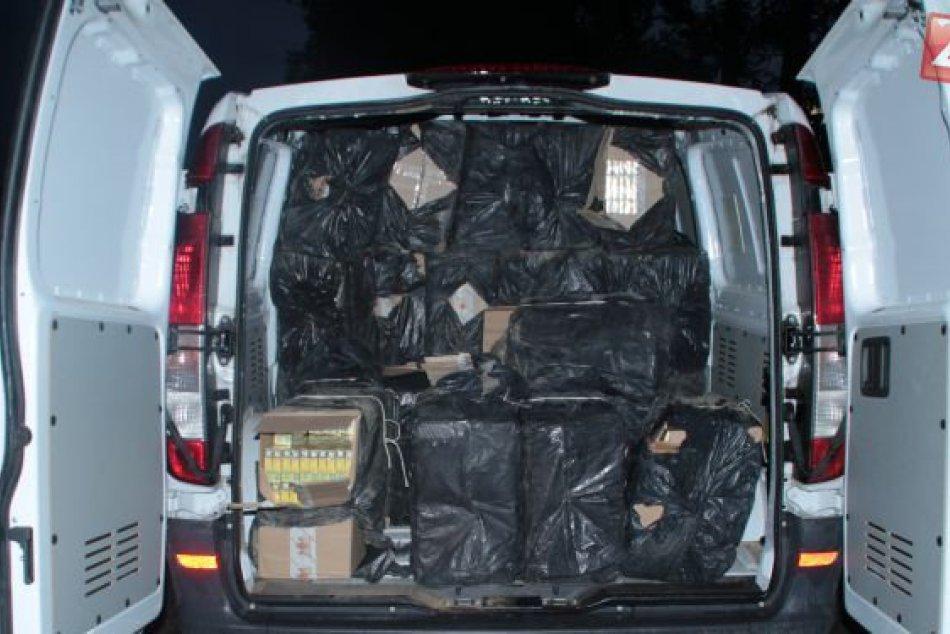 Colníci zadržali takmer pol milióna cigariet