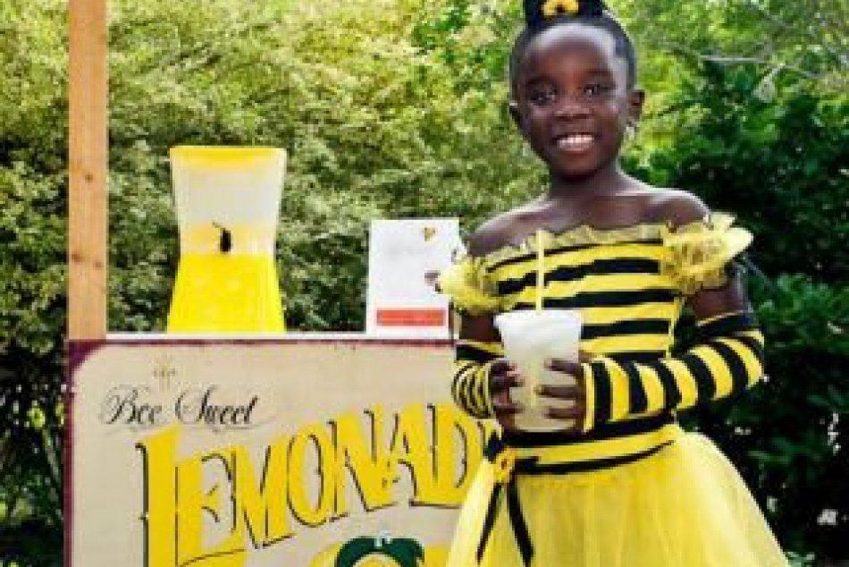 Dievčatko (9) vďaka náhode rozbehlo úspešný biznis: Vyrába chutné limonády