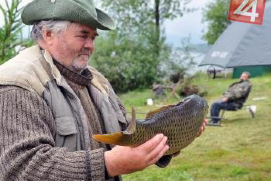 Rybári na žilinskej priehrade vytiahli svoje prvé úlovky