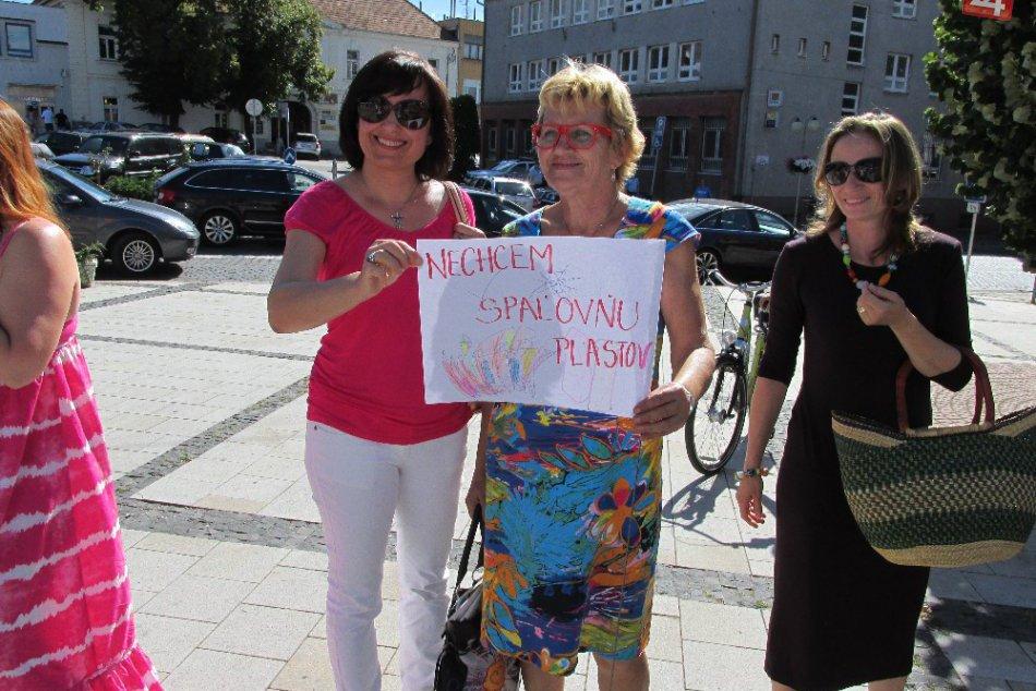 Zhromaždenie proti spaľovni plastov  10. júla 2014