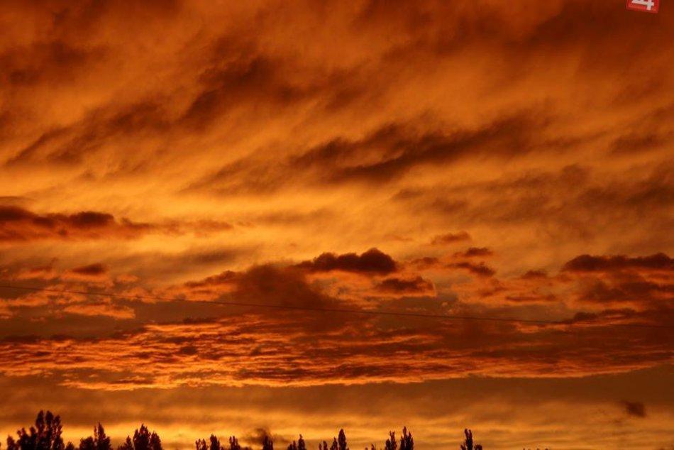 Počasie nám prinieslo oranžovú oblohu