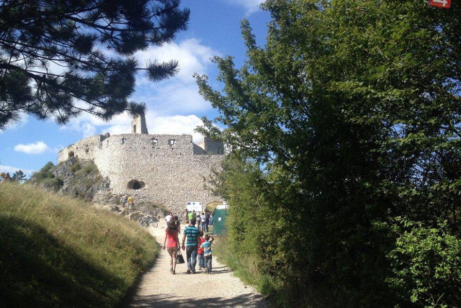 Kam cez víkend radí Marián: Poďte sa pozrieť na Čachtický hrad!
