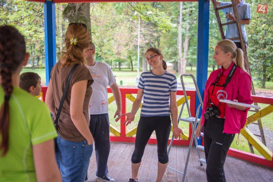 Rekordná účasť dobrovoľníkov na brigáde v Mestskom parku