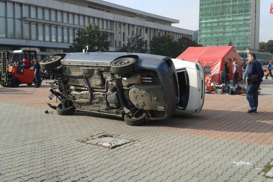 Zásah desiatok hasičov na banskobystrickom Námestí Slobody