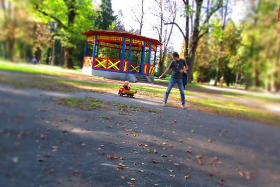 Mestský park zmenil svoju tvár vďaka desiatkam dobrovoľníkom