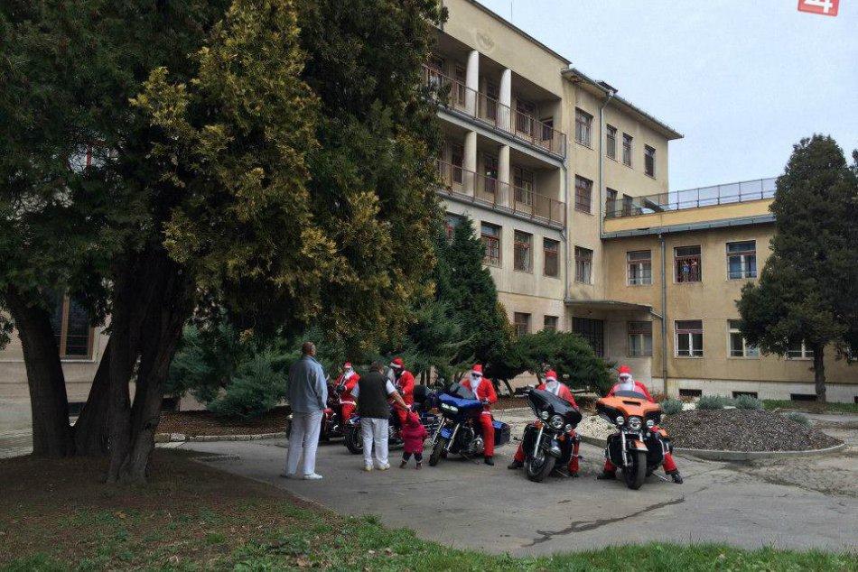 Mikulášov na motorkách ste isto nevideli: Zjavili sa na Hlavnej v Prešove!