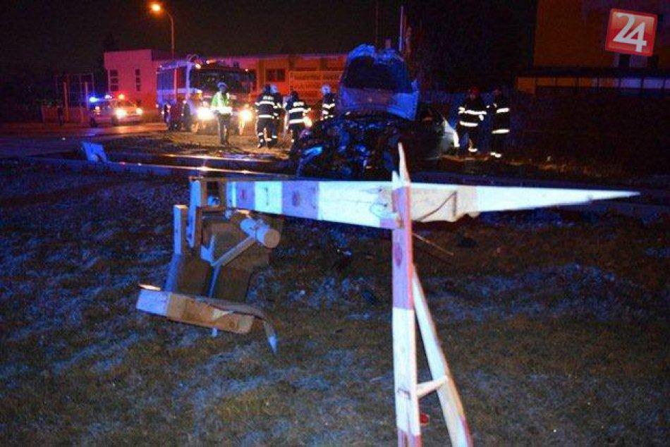Nehoda vo Zvolene v OBRAZOCH: BMW nabúralo do železničnej závory!