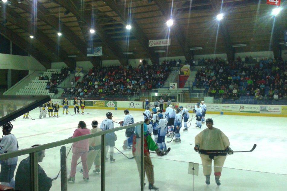 Exhibičných hokejový zápas plný hviezd