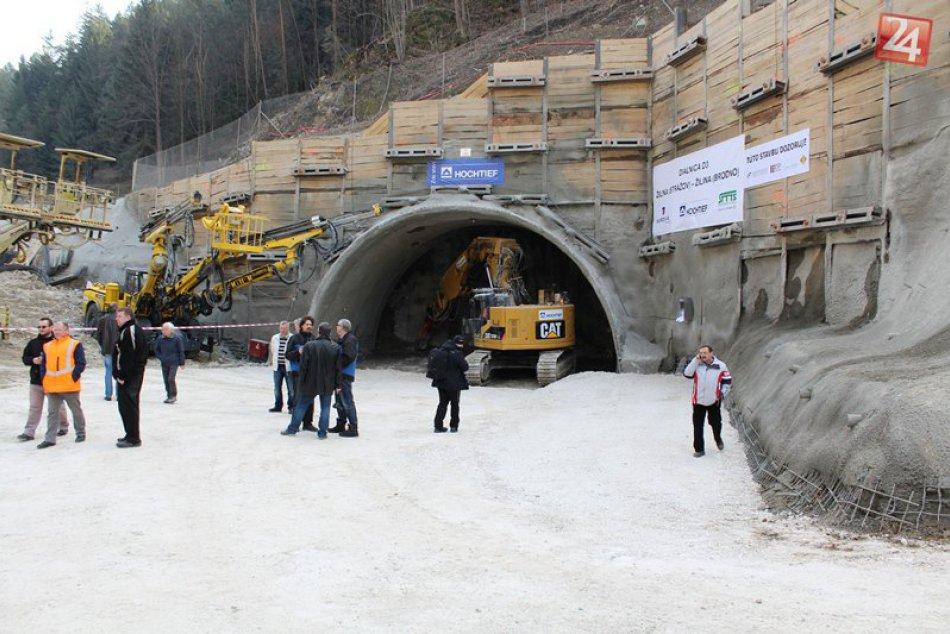 Odštartovalo razenie diaľničného tunela Považský Chlmec