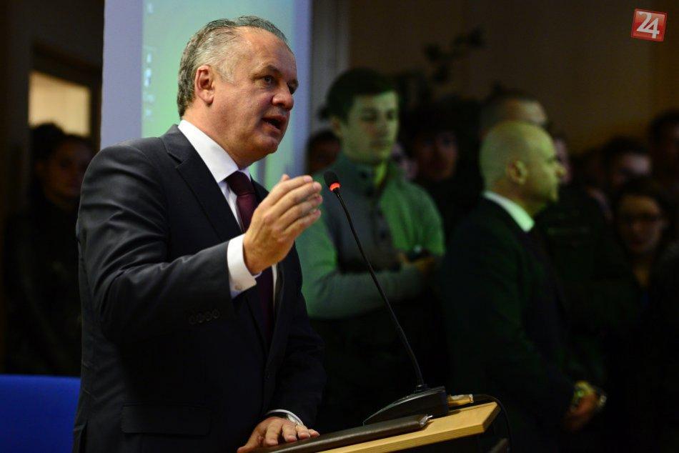Prezident Kiska navštívil Prešovskú univerzitu, diskutoval aj so študentmi