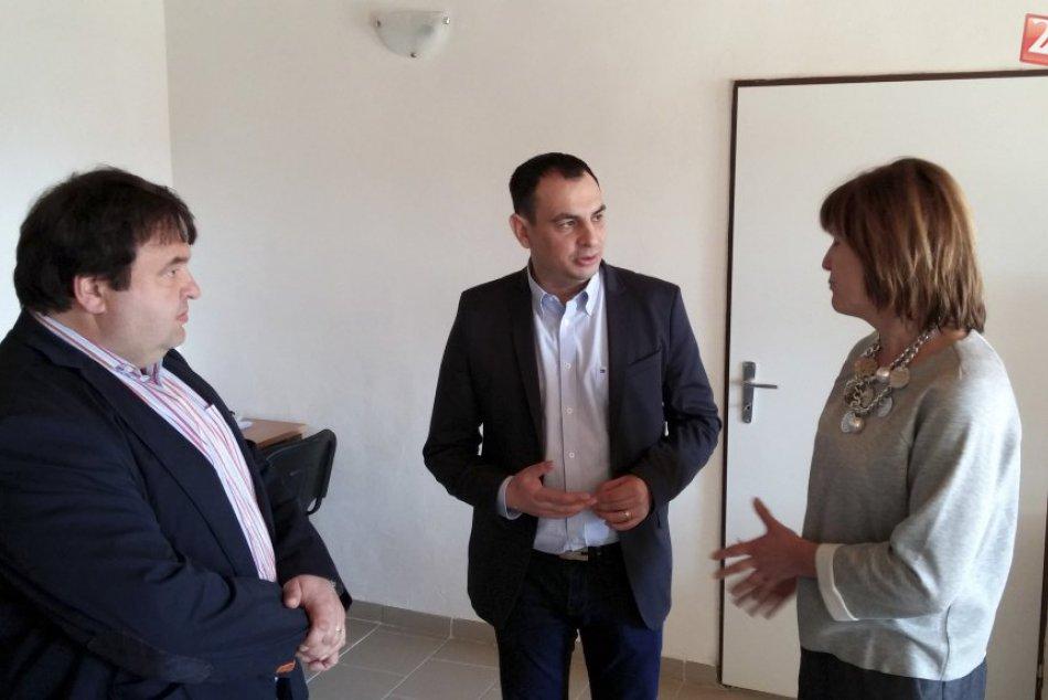 GALÉRIA: V Jelšave zriadili komunitné centrum pre Rómov