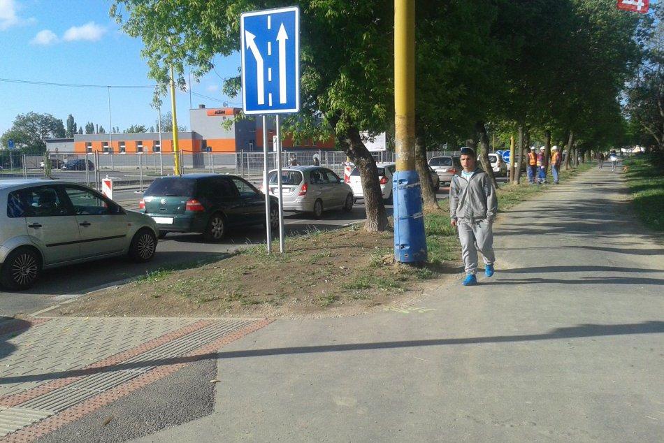 FOTO: Kolóny na Bardejovskej počas rannej špičky!