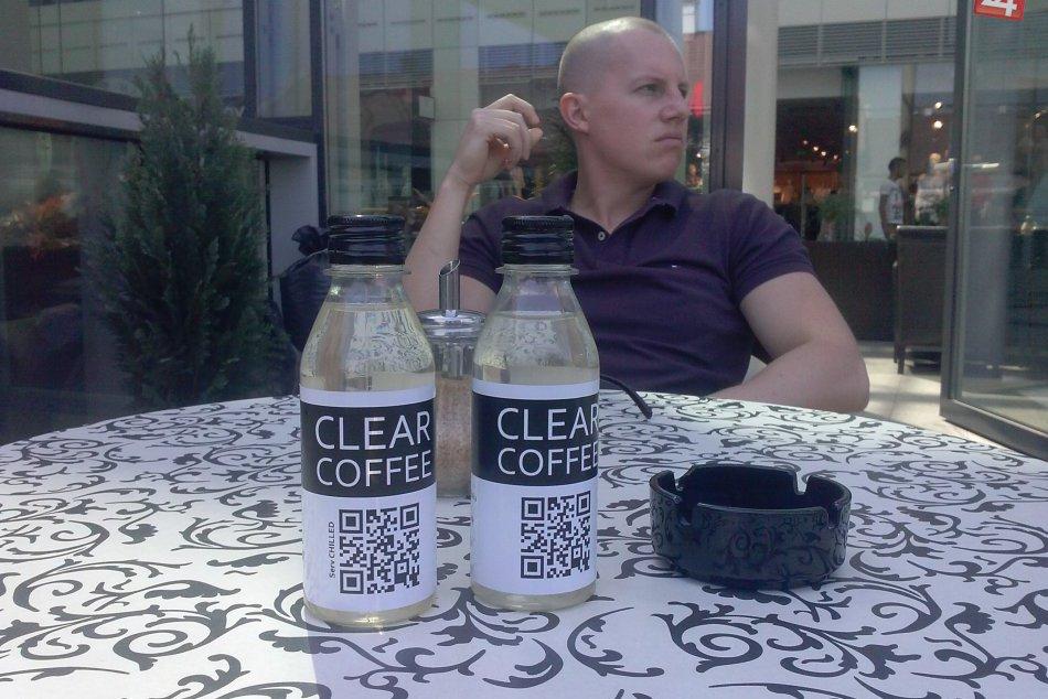 FOTO: David (26) vynašiel číru kávu!