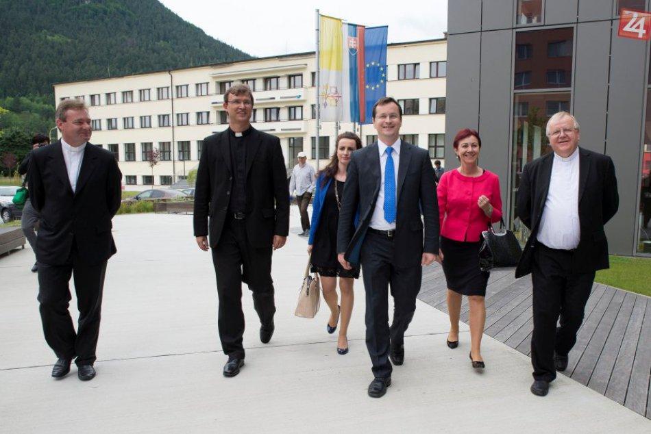 Minister školstva na návšteve Katolíckej univerzity