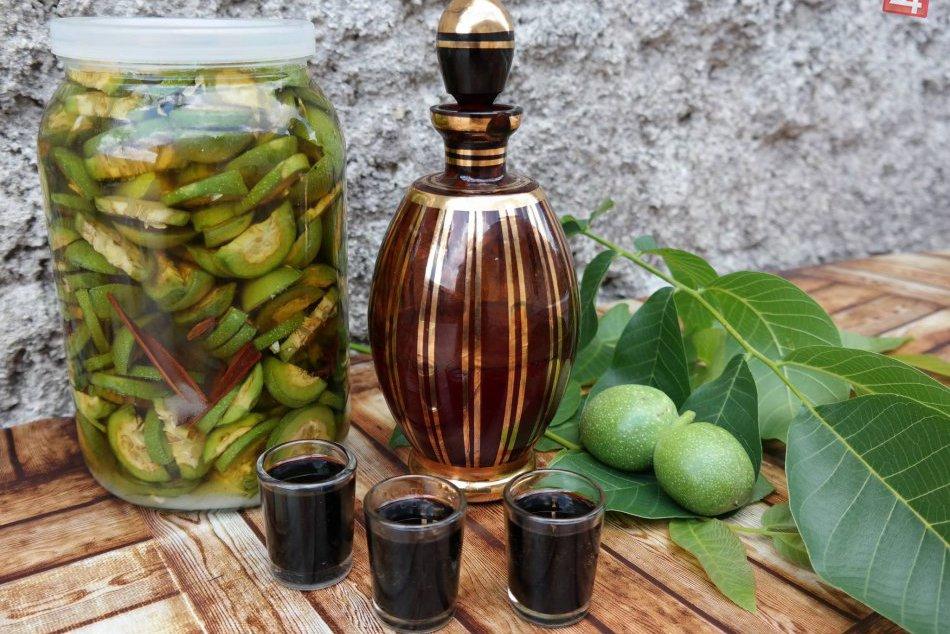 Špeciálna domáca medicína: Orechový likér pomáha napríklad i s trávením