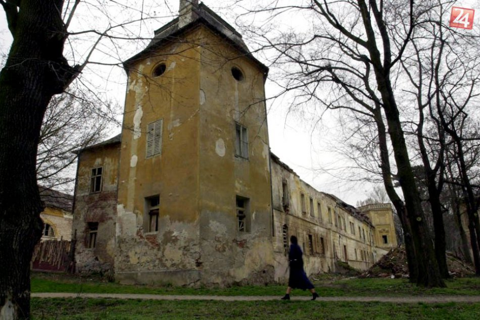 Renesančný kaštieľ v Oponiciach pred rekonštrukciou