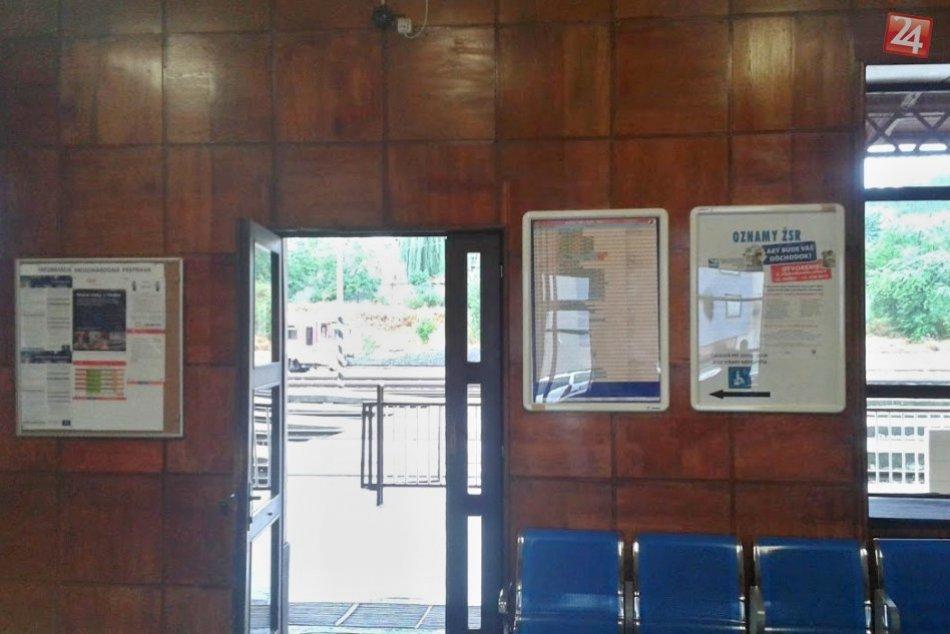 Zvrátené správanie: Muž mal onanovať v čakárni vlakovej stanice